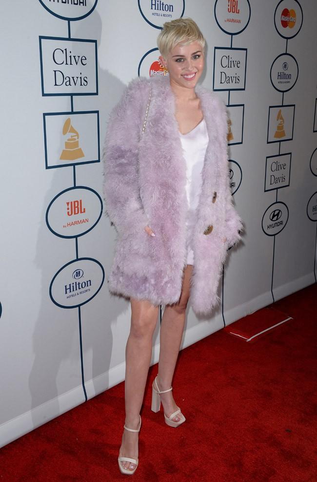 Miley Cyrus à la soirée pre-Grammy Awards organisée à Beverly Hills le 25 janvier 2014