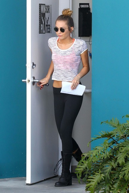 Miley Cyrus sortant de son cours de pilates à West Hollywood, le 12 avril 2012.