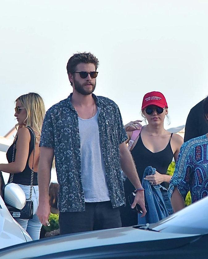 Miley Cyrus : toujours in love de Liam Hemsworth, elle se moque de Donald Trump !