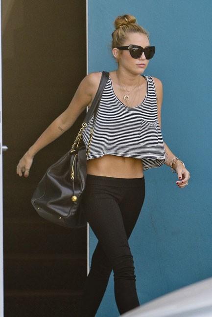 Miley Cyrus à la sortie de son cours de Pilates dans le West Hollywood le 10 juillet 2012