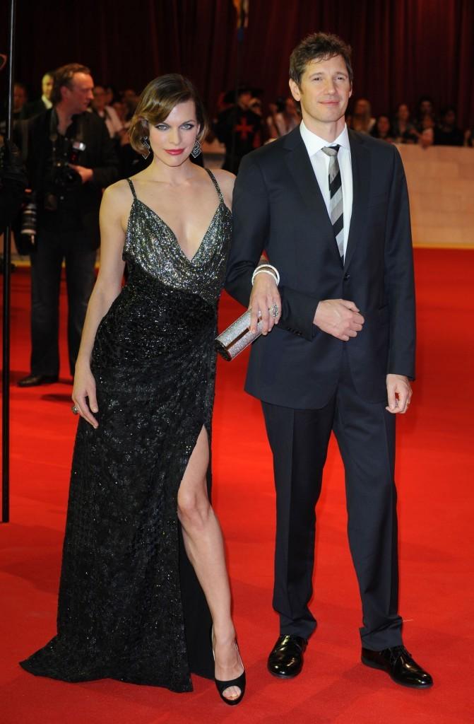 Milla Jovovich et Paul W. S. Anderson lors de la première mondiale du film Les Trois Mousquetaires à Londres, le 4 octobre 2011.