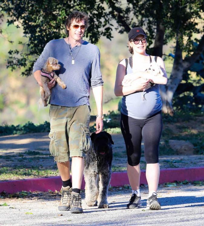 Milla Jovovich : en mode randonnée alors qu'elle pourrait accoucher d'un moment à l'autre !
