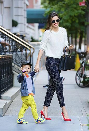 Miranda Kerr et Flynn Bloom à New-York le 17 octobre 2013