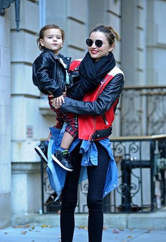 Miranda Kerr et son fils Flynn à New-York le 16 novembre 2013