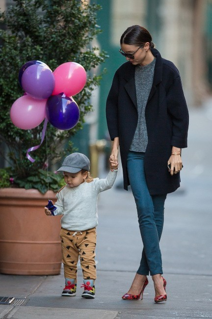 Miranda Kerr et son fils Flynn à New York, le 22 novembre 2012.