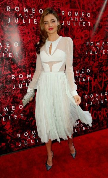 """Miranda Kerr lors du lancement de la pièce de théâtre """"Roméo et Juliette"""" à New York, le 19 septembre 2013."""