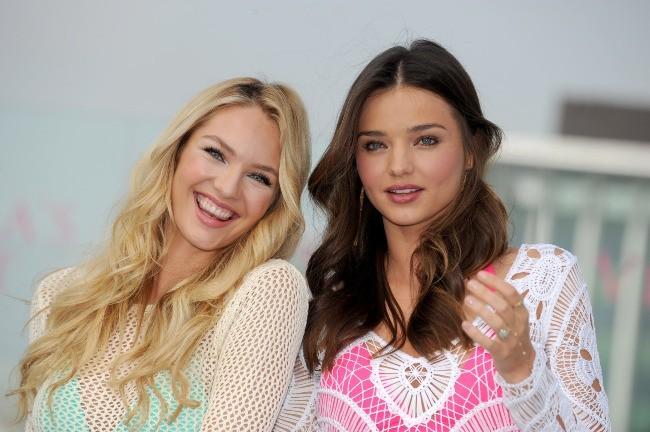 Candice Swanepoel et Miranda Kerr en promo pour Victoria's Secret à Los Angeles, le 29 mars 2012.
