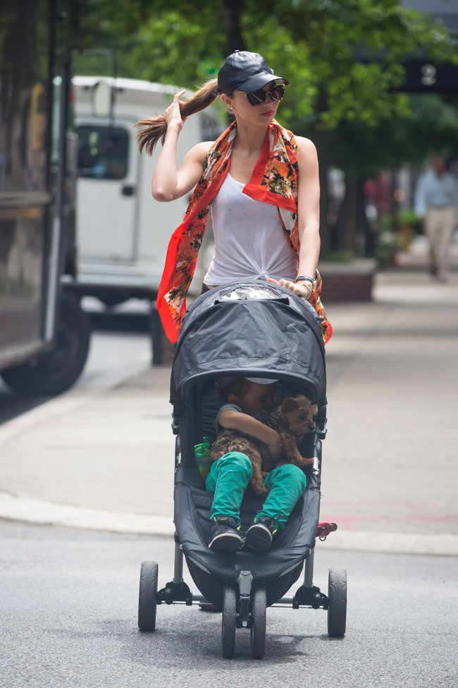 Miranda Kerr avec Flynn à New-York le 26 juillet 2013