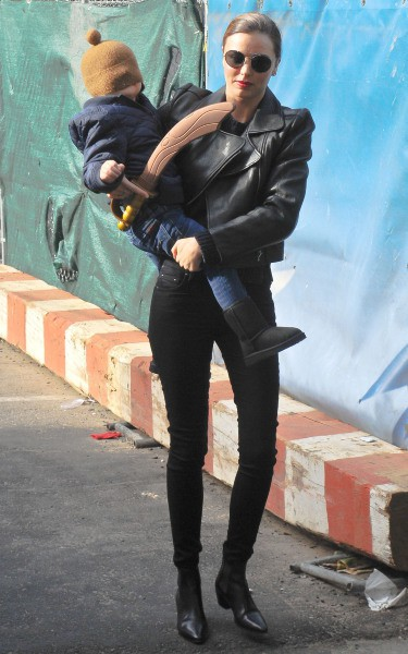Miranda Kerr et son fils Flynn à New York, le 1er décembre 2013.
