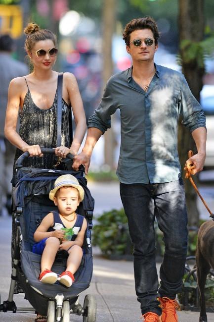 Miranda Kerr en famille à New York, le 4 juillet 2013.