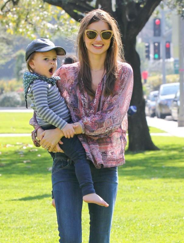 Miranda Kerr et son fils Flynn à Beverly Hills, le 18 février 2013.