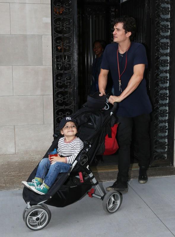 Orlando Bloom et son fils Flynn à New York, le 9 septembre 2013.