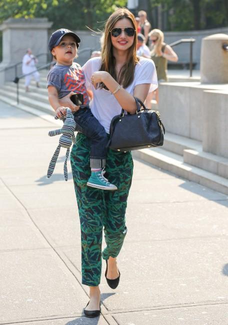 Miranda Kerr à New York avec son fils et ses parents, le 11 septembre 2013.