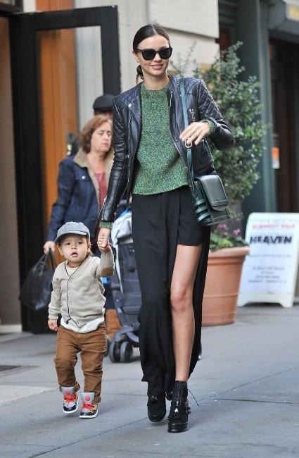 Miranda Kerr et son fils Flynn à New York, le 21 novembre 2012.