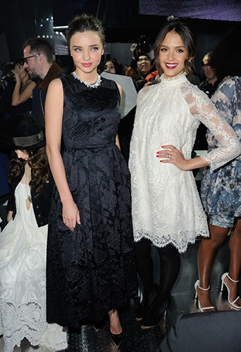 Miranda Kerr et Jessica Alba à Paris le 26 février 2014