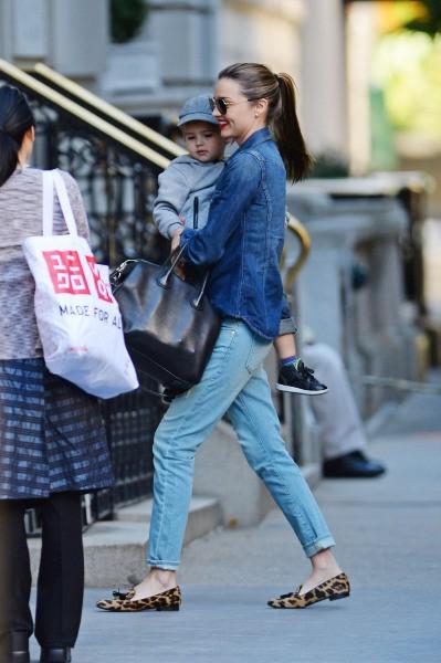 Miranda Kerr et son fils Flynn à New York, le 17 septembre 2013.