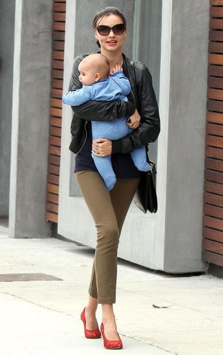 Miranda Kerr et son fils Flynn se rendant au restaurant Cheebo à Los Angeles...