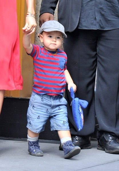 Flynn Bloom avec sa maman Miranda Kerr à New York, le 18 juillet 2012.
