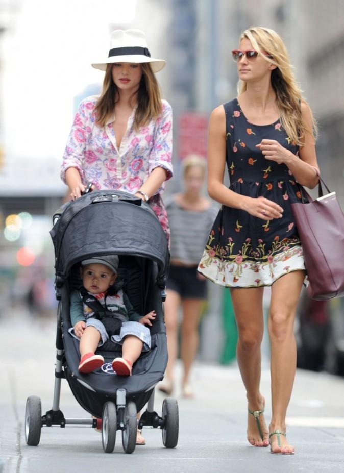 Miranda Kerr, son fils Flynn, et une amie à New York, le 24 juin 2012.