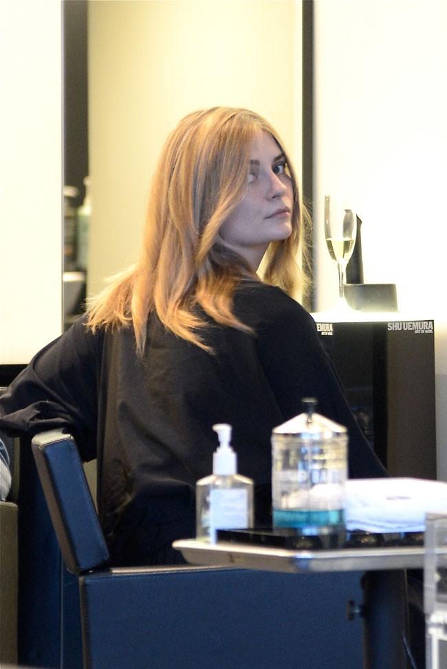 Mischa Barton au salon de coiffure Rossano Ferretti de Beverly Hills le 16 avril 2013