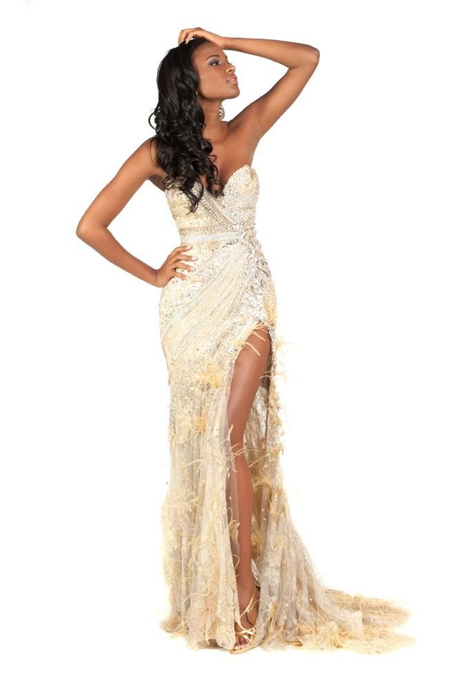 Miss Angola en robe de soirée
