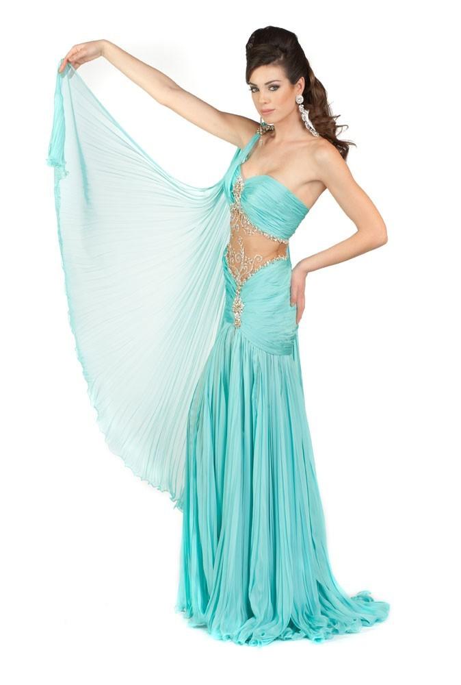 Miss Argentine en robe de soirée