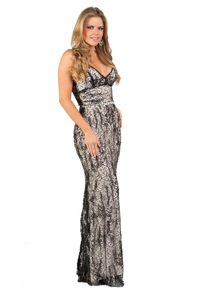 Miss Equateur en robe de soirée