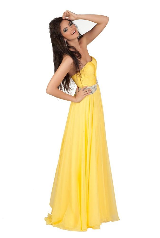 Miss Estonie en robe de soirée