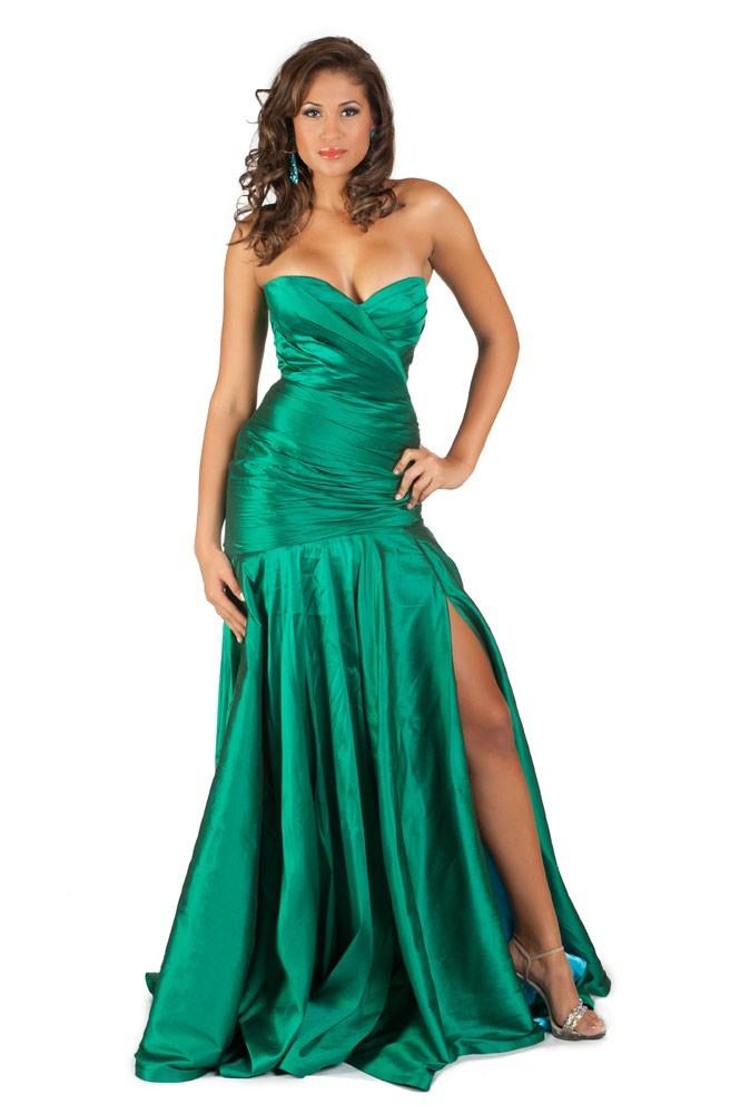 Miss Îles Caïmans en robe de soirée