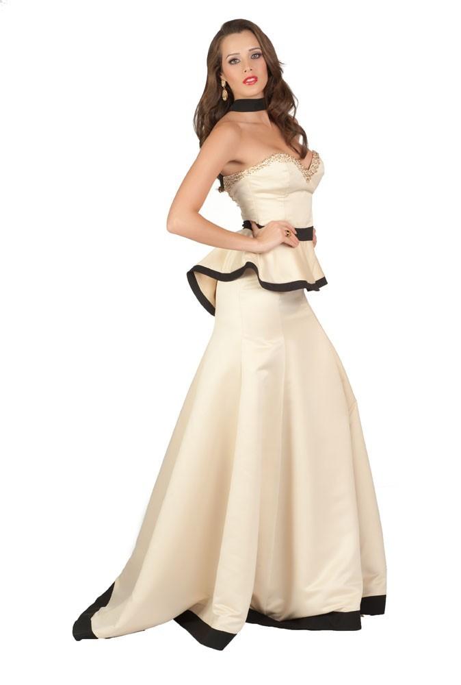 Miss Nicaragua en robe de soirée