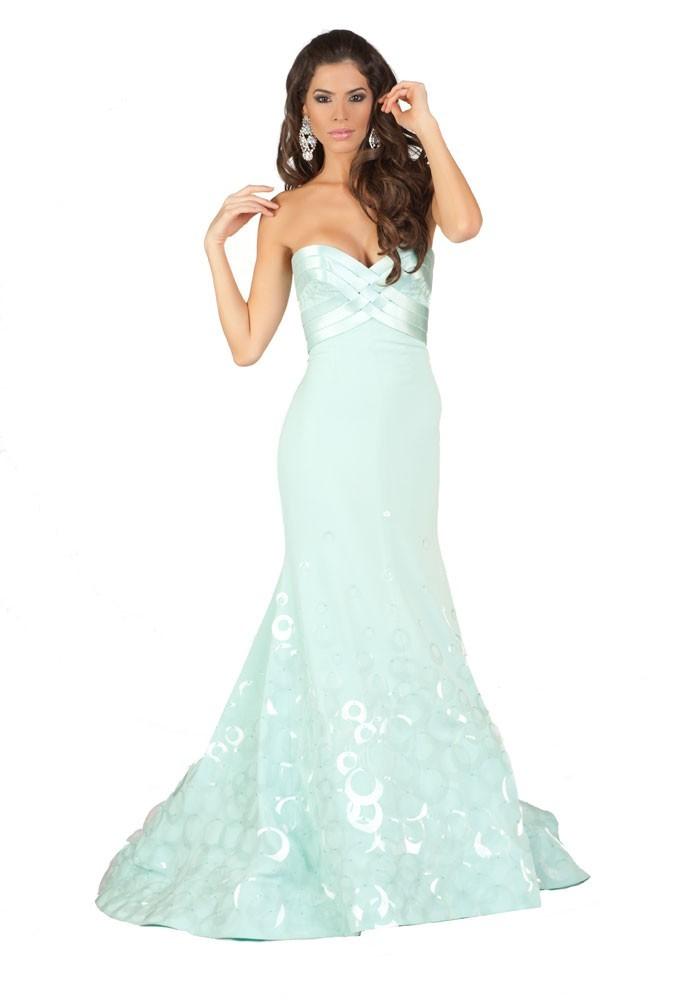 Miss Puerto Rico en robe de soirée