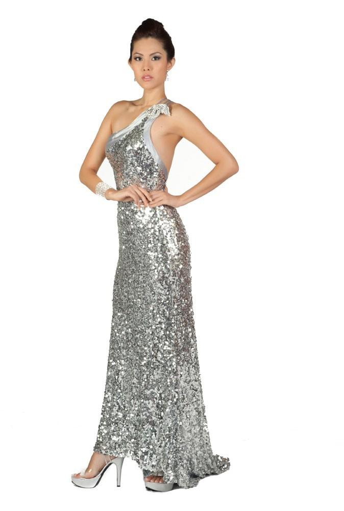 Miss Singapour en robe de soirée
