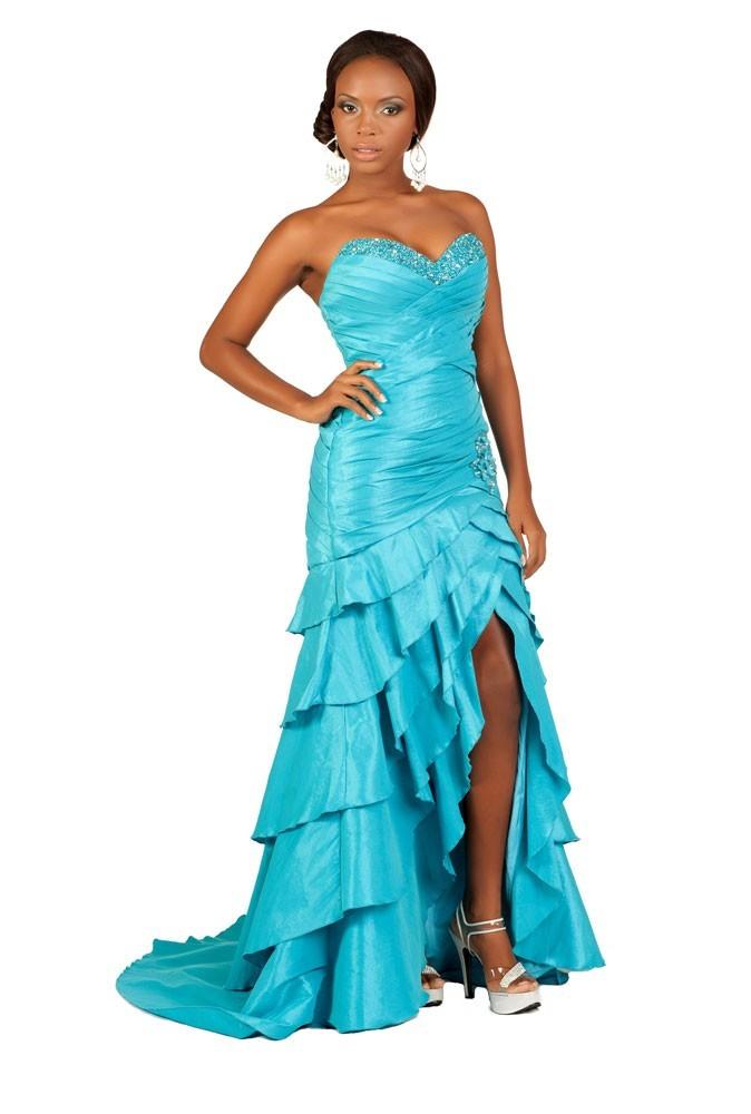 Miss Turks et Caïcos en robe de soirée