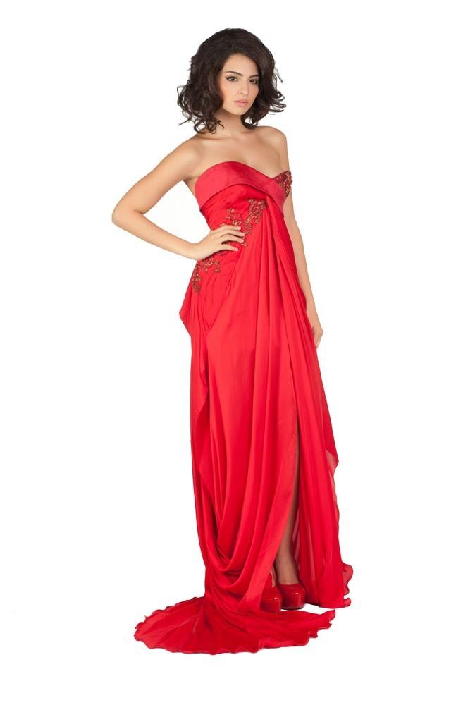 Miss Turquie en robe de soirée