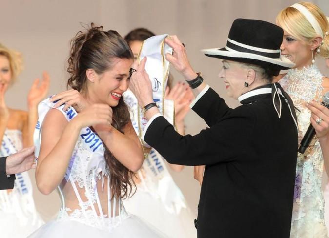 Barbara a enfilé la première écharpe de Miss Nationale !