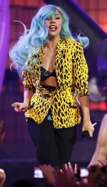 Grrr, Lady Gaga en pin up futuriste !