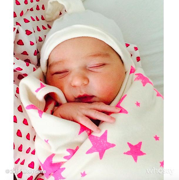 Molly Sims : sur un nuage depuis qu'elle a donné naissance à sa fille !