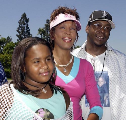 Bobbi Kristina avec ses parents, Whitney Houston et Bobby Brown, en 2004 à Dinseyland