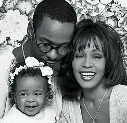 Bobbi Kristina avec Whitney Houston et son père, Bobby Brown.