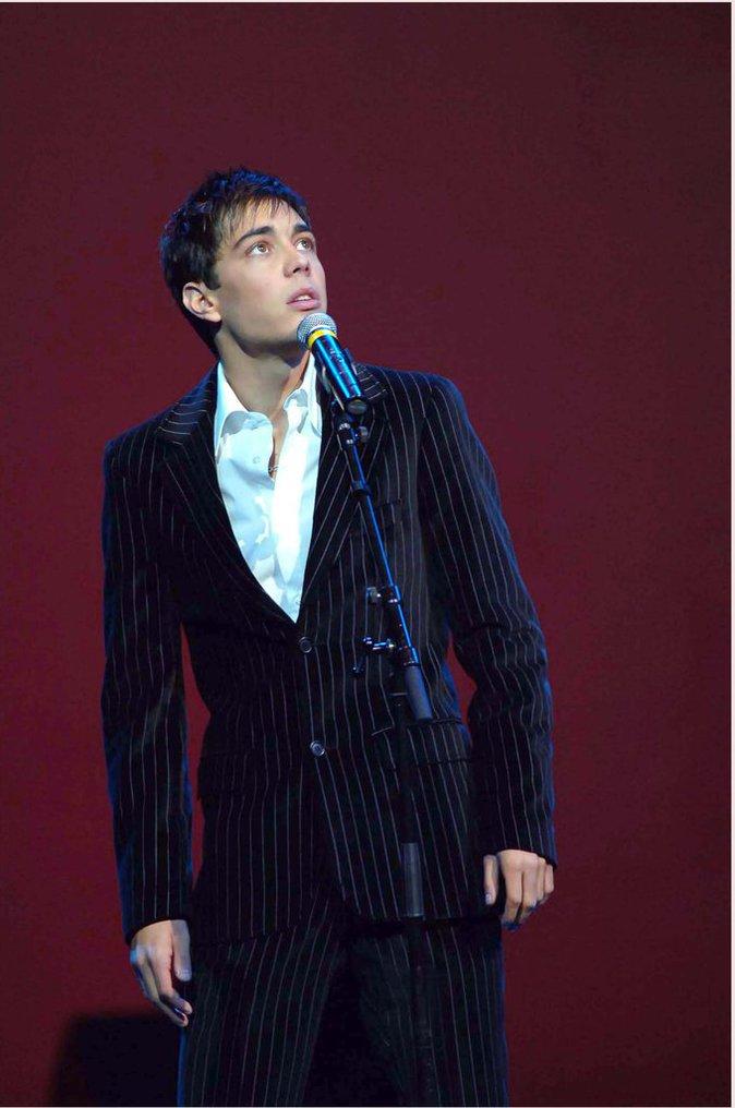 Gregory Lemarchal sur scene en 2005