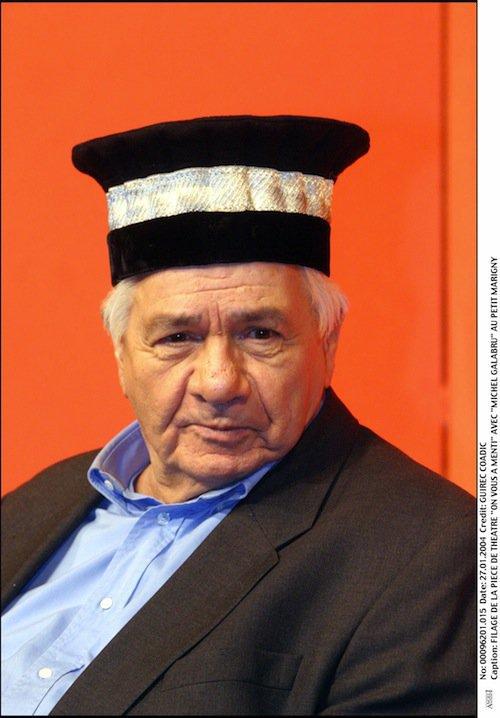 Michel Galabru dans la pièce On vous a menti, en 2004