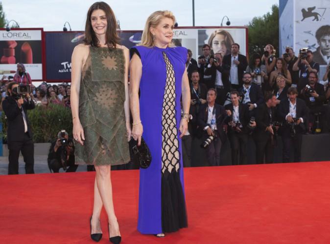 Mostra de Venise 2014 : Catherine Deneuve : tapis rouge en famille avec sa fille Chiara Mastroianni !
