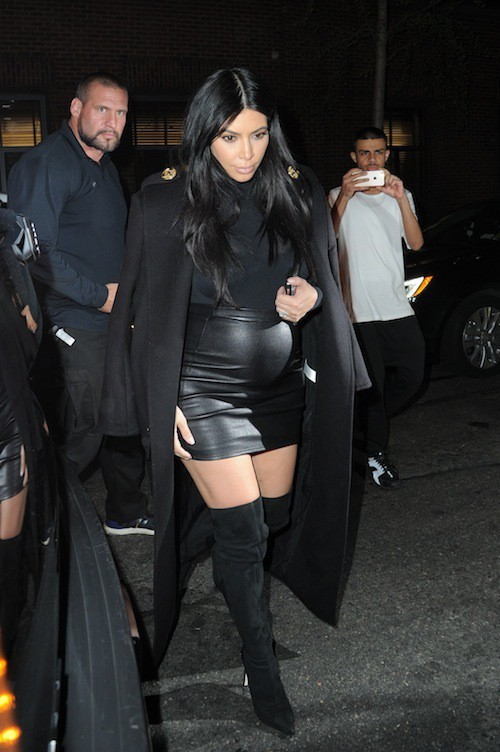 Photos : moulée et en cuir, Kim Kardashian détourne l'attention du scandale Kanye West !
