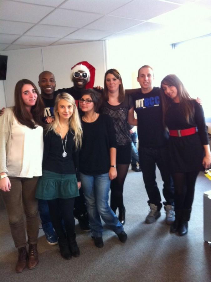 Moussier Tombola, ses danseurs et l'équipe de Public.fr !