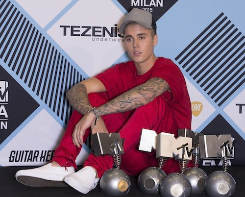 Photos : MTV EMA 2015 : Hailey Baldwin, une bombe pour Justin Bieber grand vainqueur… Tout le palmarès !