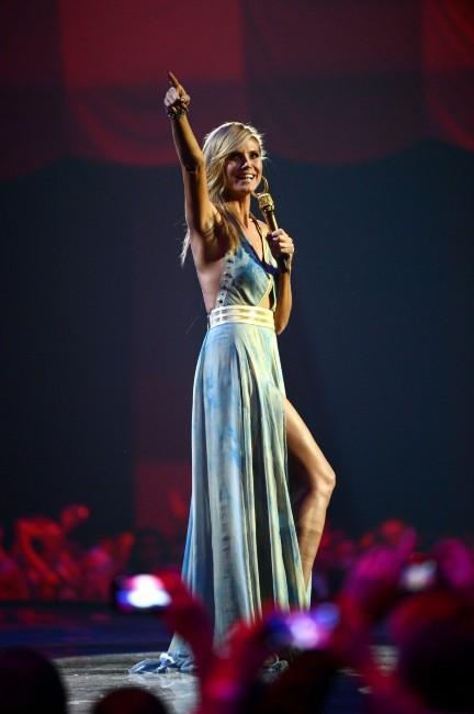 Heidi Klum sur la scène des MTV EMA's à Francfort, le 11 novembre 2012.