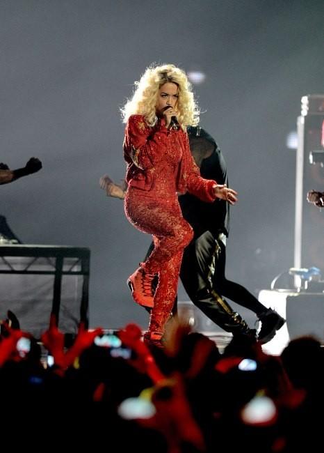 Rita Ora sur la scène des MTV EMA's à Francfort, le 11 novembre 2012.