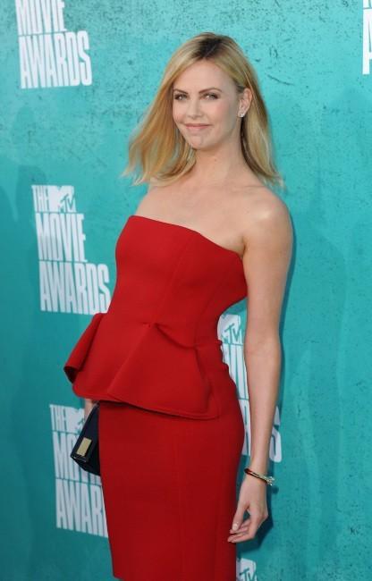 Charlize Theron lors des MTV Movie Awards à Universal City, le 3 juin 2012.