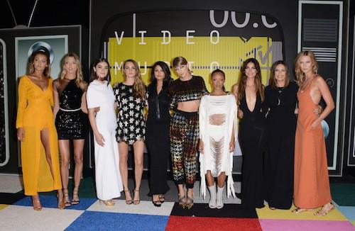 Photos : MTV VMA 2015 : Taylor Swift rafle tout avec son armée girly ! Découvrez le palmarès…