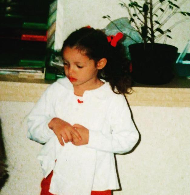 Marie-Luce publie des photos de Nabilla enfant